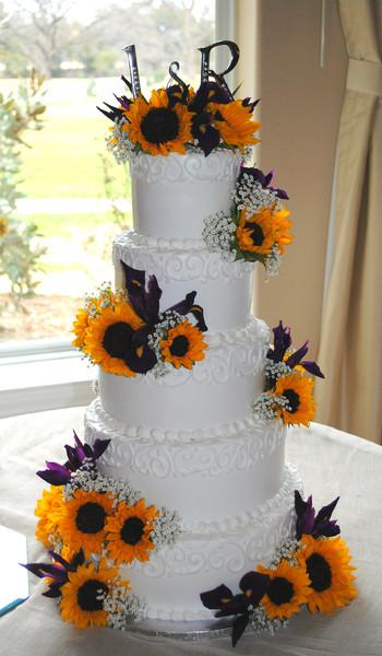 600x600 1395708196519 Sunflower Wedding Cake Yellow And