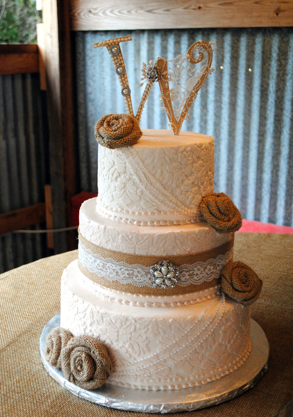 600x600 1416261383268 Vintage Damask Wedding Cake Burlap Pearl Wooden W