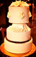220x220 1282671321915 weddingcake3tier
