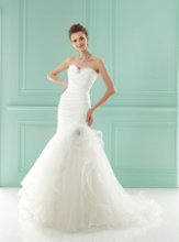 F141005 Strapless sweetheart neckline with lace and gathered bodice and ruffled skirt