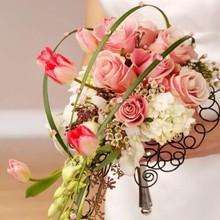 220x220_1406665793034-unique-bridal-bouquets-04