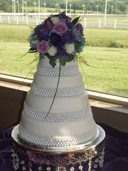1421084050041 1044697557273544333509885313115n Oneida wedding cake