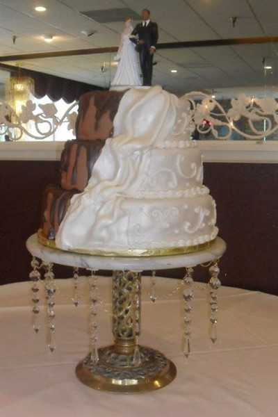 1421084110207 2857143815903552351631868635153n Oneida wedding cake