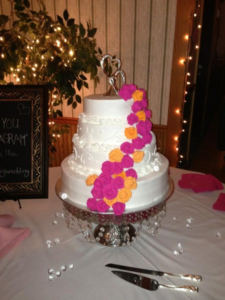 1421084240054 56079810200501418122652319850619n Oneida wedding cake
