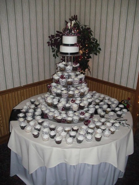1421084267606 9983875484909852117652050401402n Oneida wedding cake