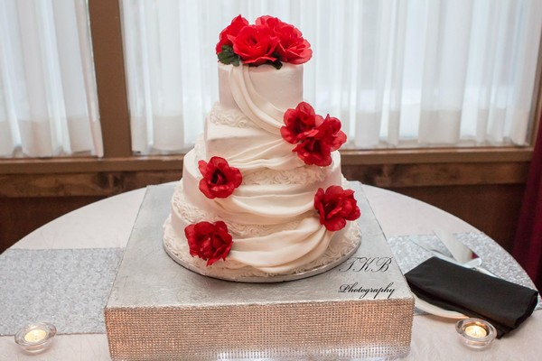 1421084315026 104775617214123479181844528538312141619189o Oneida wedding cake