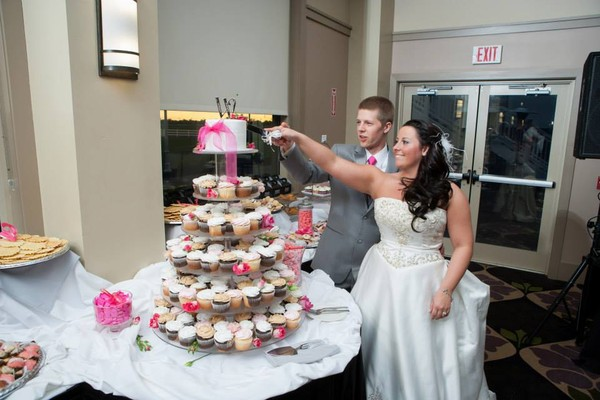 1421586912711 1175087101518445713396141441179856n Oneida wedding cake