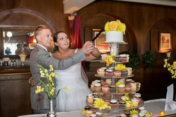 1421587087820 15108055171783217149335048267808978951521n Oneida wedding cake
