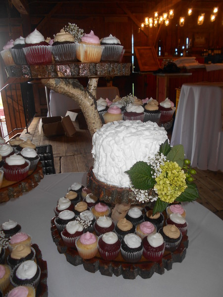 1421587540422 Familio Wedding 010 Oneida wedding cake