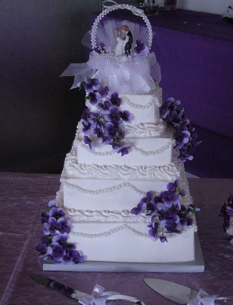 1421587994711 1619692orig Oneida wedding cake