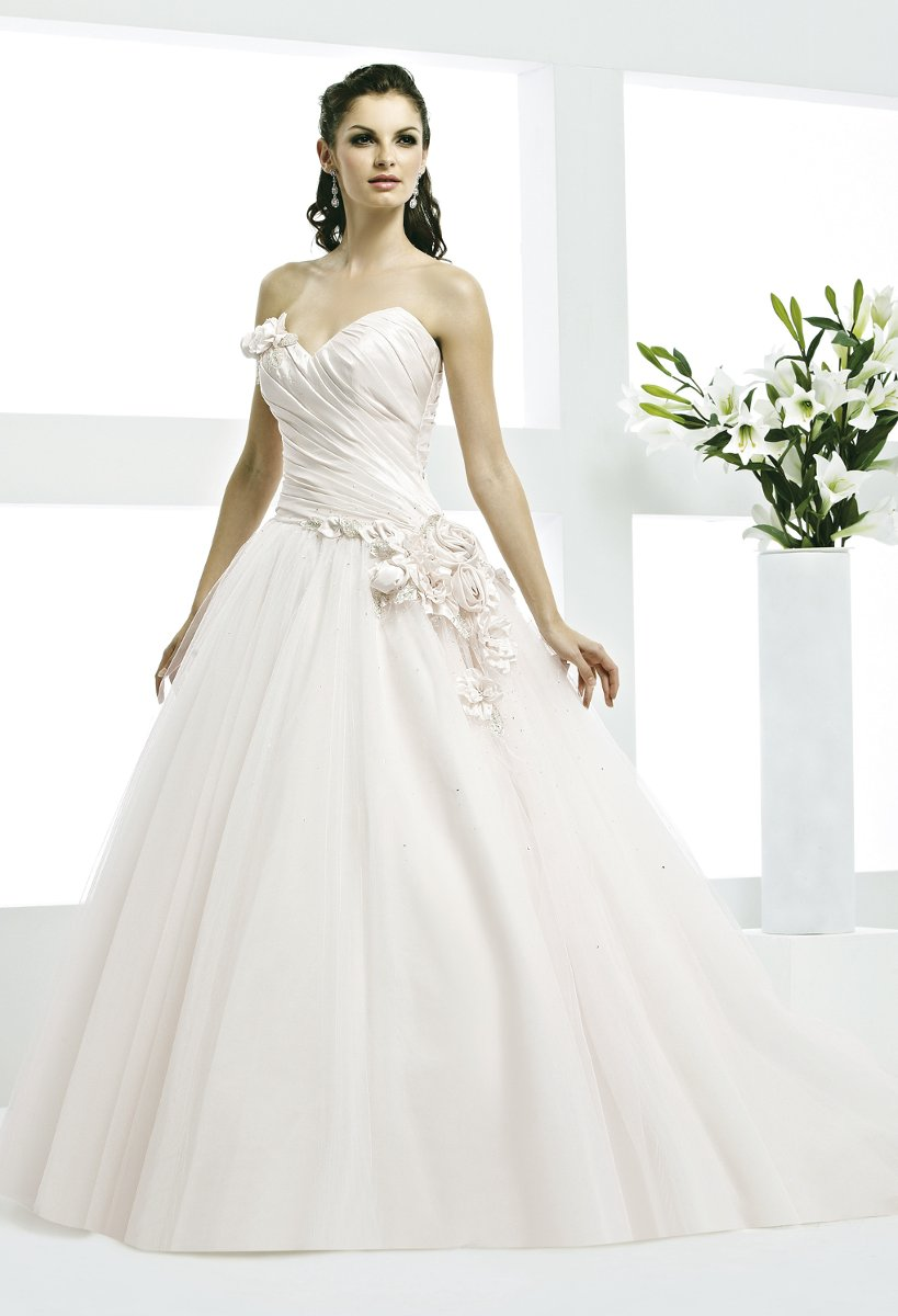 Wedding dresses usa group high cut wedding dresses for Wedding dresses in the usa