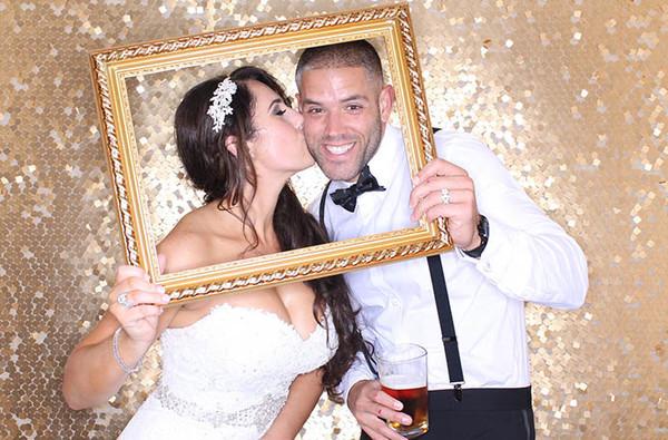 600x600 1514385167101 wedding photo booth