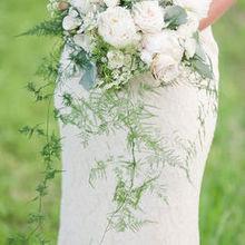 220x220 sq 1510603880 a5027d672cfbb9ec bouquet closeup fav1