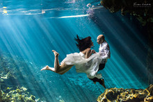 220x220 1389587973780 nootim   underwater trash the dress photographer