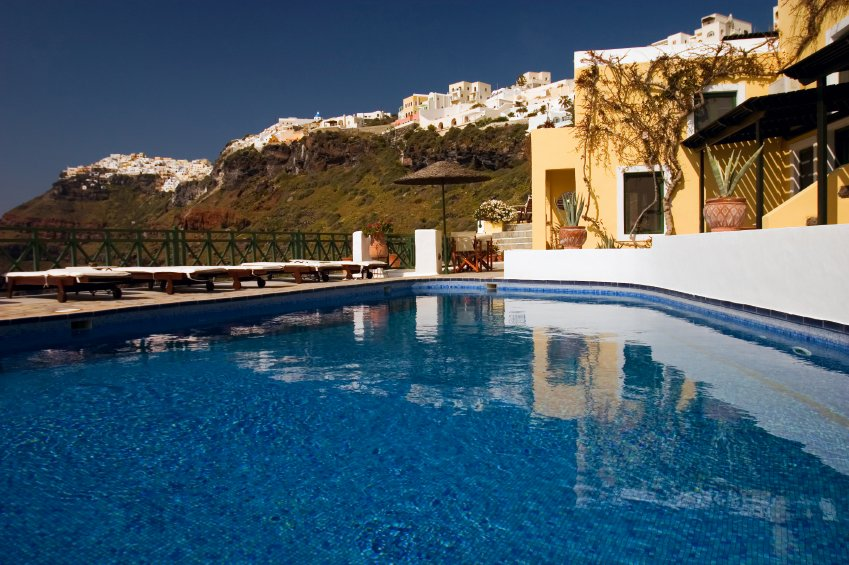 Most romantic places in greece honeymoons by weddingwire for Romantic places near dc