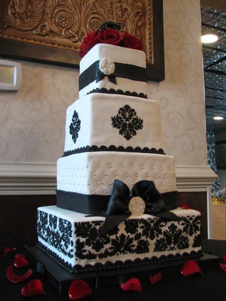 burgundy black and white wedding cake black burgundy white square wedding cakes photos 12234