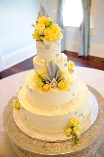 Yellow Wedding Cake Photos Yellow Wedding Cake Pictures Weddingwire Com