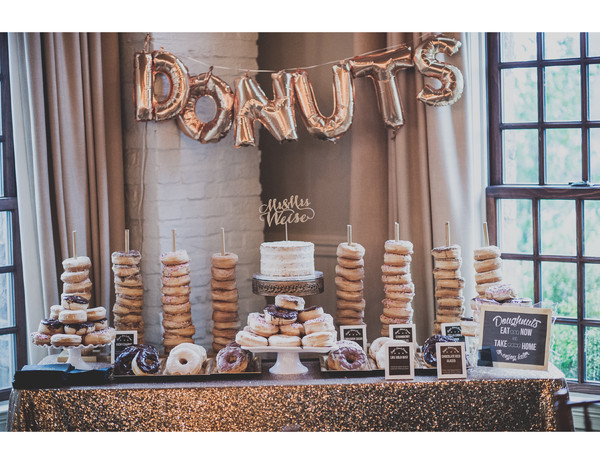 16 Delicious Doughnut Displays Wedding Cakes Photos By