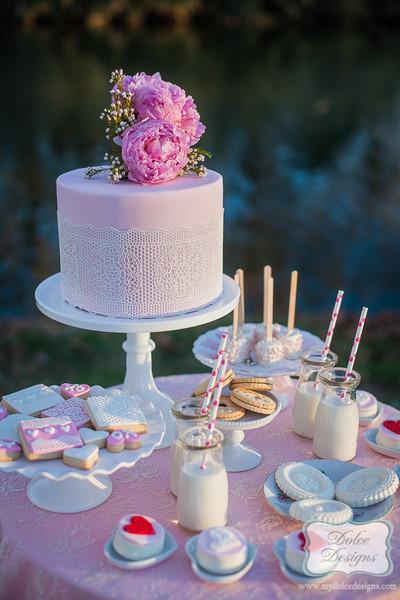 creative dessert displays wedding cakes photos by dolce design image 4 of 30 weddingwire. Black Bedroom Furniture Sets. Home Design Ideas