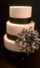 220x220 1341893743563 coutureweddingcake