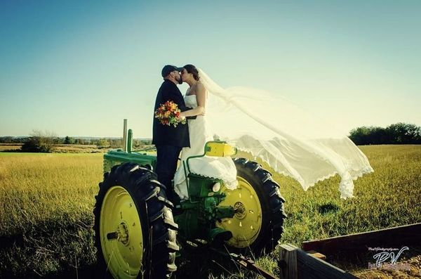 1524485782 58cc674baafb6c7c 1524485780 036a111b64b98acf 1524485770416 10 John Deere Harrisburg wedding photography
