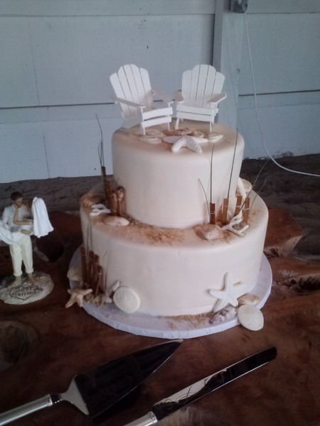 1377366950257 Chair Close Lewes wedding cake