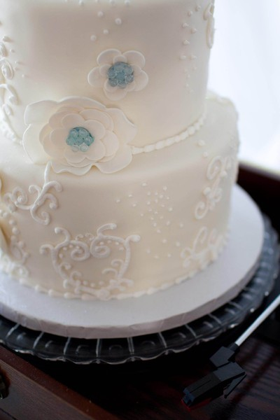 1388961234627 Close Recor Lewes wedding cake