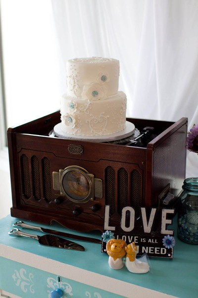 1388961358172 Record Playe Lewes wedding cake