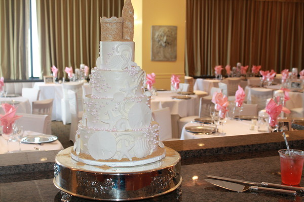 1453051263760 Castle Topper 1 Lewes wedding cake