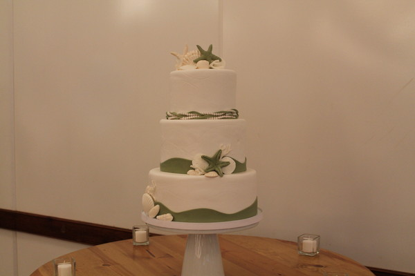 1453051670114 Jeniifer Ss Lewes wedding cake