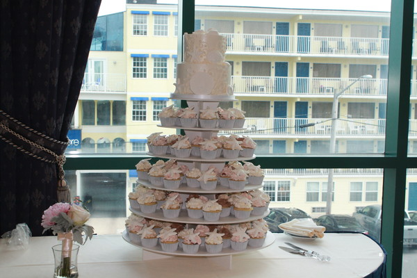 1453052685216 Sands Lewes wedding cake