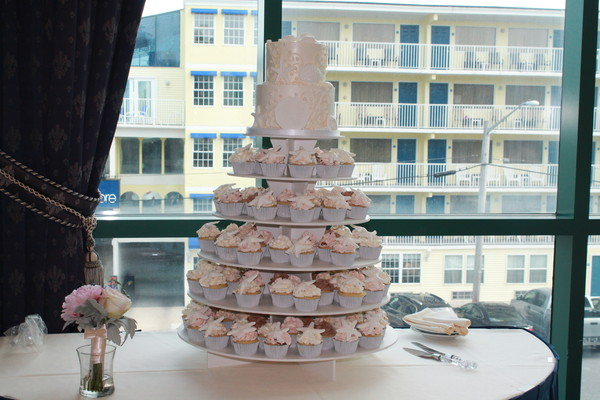 1453052712139 Seashell Pearls Lewes wedding cake