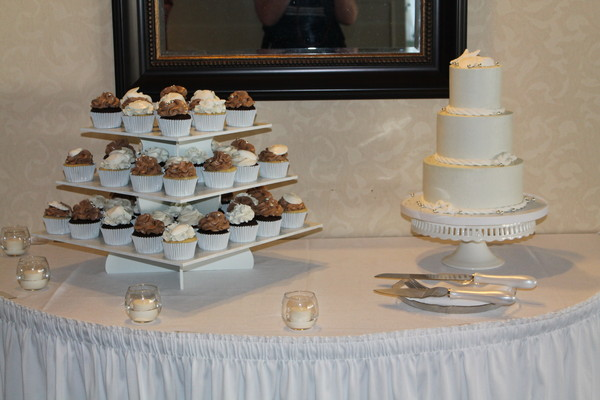 1453053032887 Stacey G Lewes wedding cake
