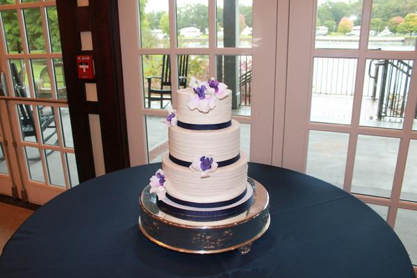 1453053324880 Jaime Lewes wedding cake