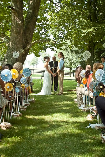 Outdoor ceremony ideas wedding ceremony photos by aimee for Backyard wedding ceremony decoration ideas