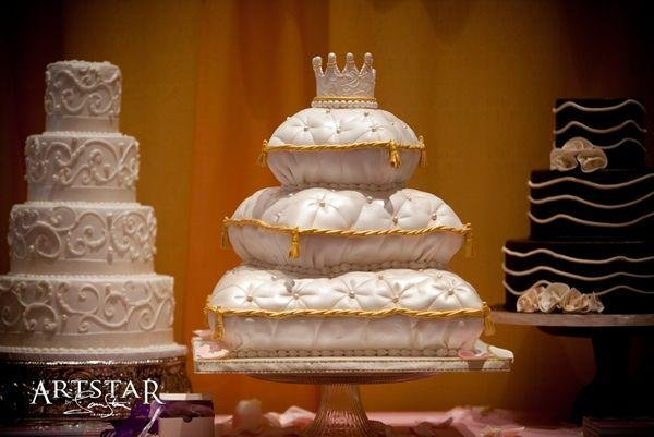 1246445221781 Artstarpillowgroup Forest Park  wedding cake
