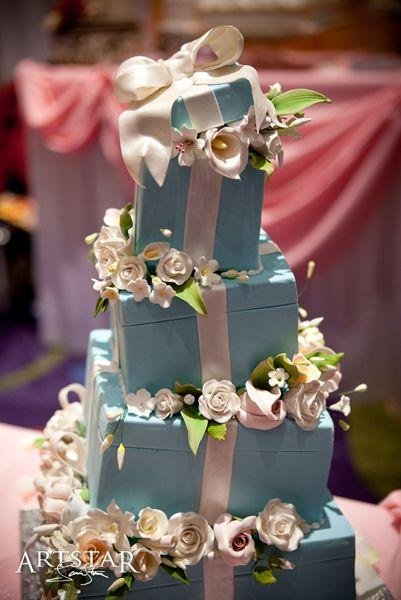 1246445266203 Artstartiffanybox Forest Park  wedding cake