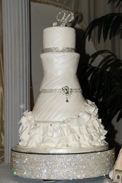 1324411983300 Latecacake Forest Park  wedding cake