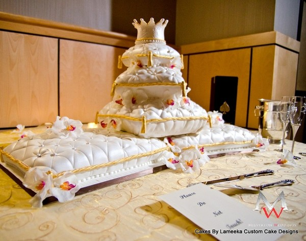 1379522411154 Pillowcake Forest Park  wedding cake
