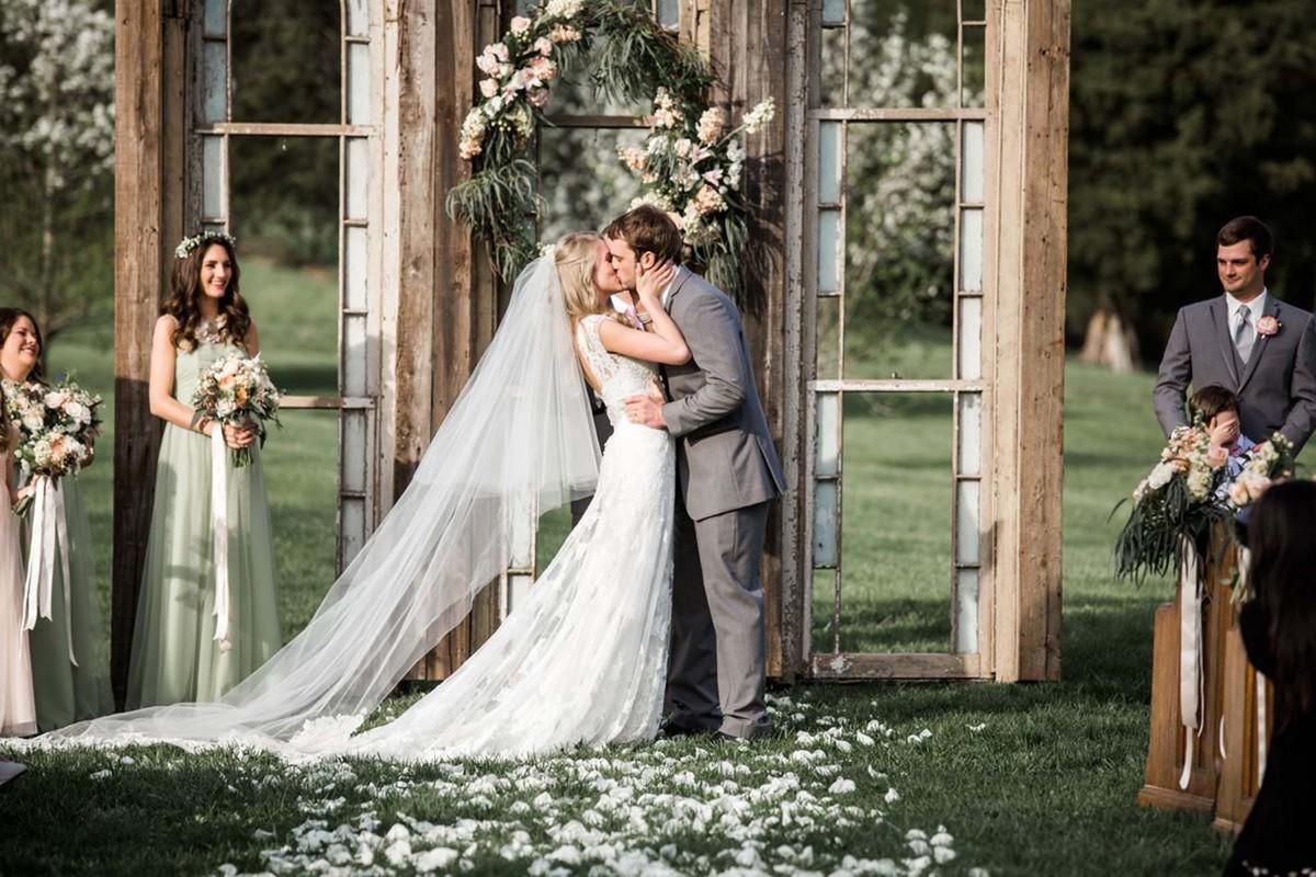 Cedarwood weddings venue nashville tn weddingwire for Wedding dress rental nashville tn