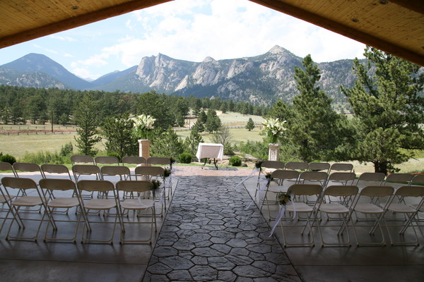 Black canyon inn estes park co wedding venue for Wedding dress rental denver co