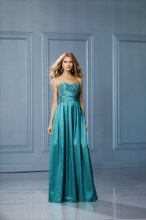 470 Color Shown: Foliage Strapless, slight, sweetheart neckline Ruched waistband Pockets Full, pleated skirt