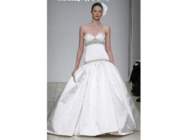 Yours truly kelly bridal boutique cincinnati oh for Wedding dress rental cincinnati ohio
