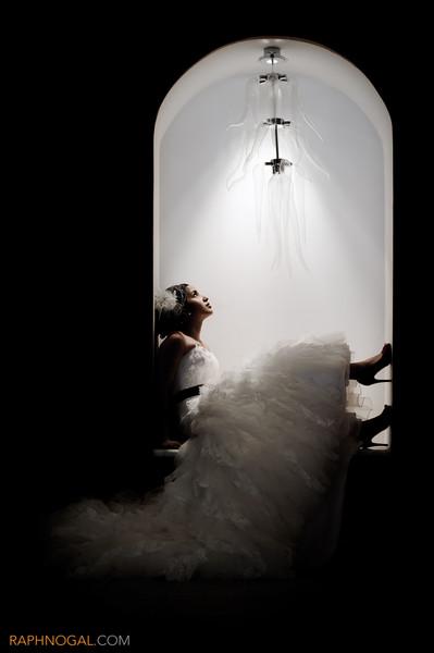 600x600 1432669599674 editorial wedding bride in archway 1