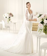 VERSO The Verso model from the Manuel Mota 2013 collection for Pronovias has a beautiful V-neck with soft draping. This mermaid wedding dress is made in delicate silky satin. The rounded back and lace coat with elbow-length sleeves gives the model an urban air. A beautiful skirt accentuates the unforgettable, flattering shape of this gown.