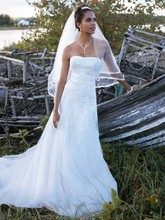 David&#39;s Bridal Collection  <br /> Style V3469  <br /> Strapless Tulle Wedding Gown with Beaded Appliques