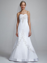 David&#39;s Bridal Collection  <br /> Style V9322  <br /> Satin Mermaid Gown with Sweetheart Neckline