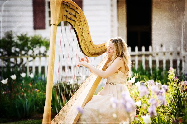 photo 8 of Diana Elliott, harpist