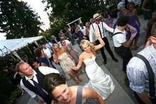 220x220 1398367081558 we heart wedding