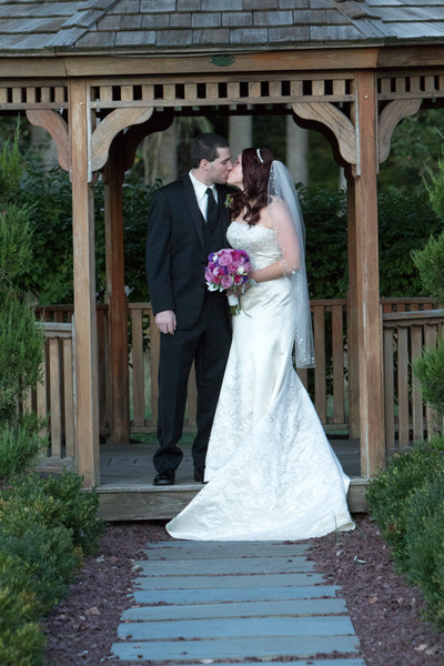600x600 1493909295550 bride and groom kiss